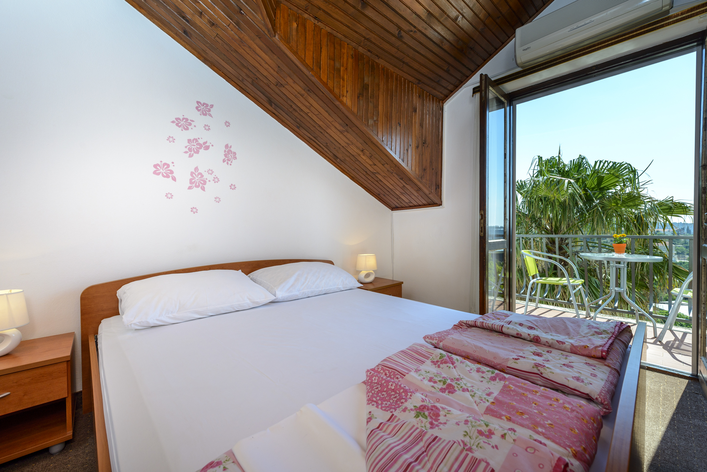 Triple room with balcony and pool access