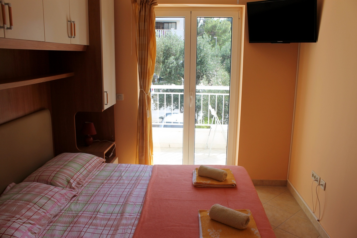 Comfortable apartment with balcony close to the centre